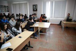 Студенты КБГУ познакомились с историей оружия Ближнего Востока