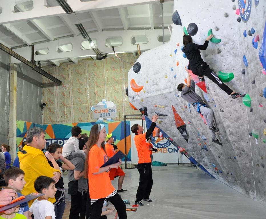 В Нальчике прошел детский скалолазный фестиваль