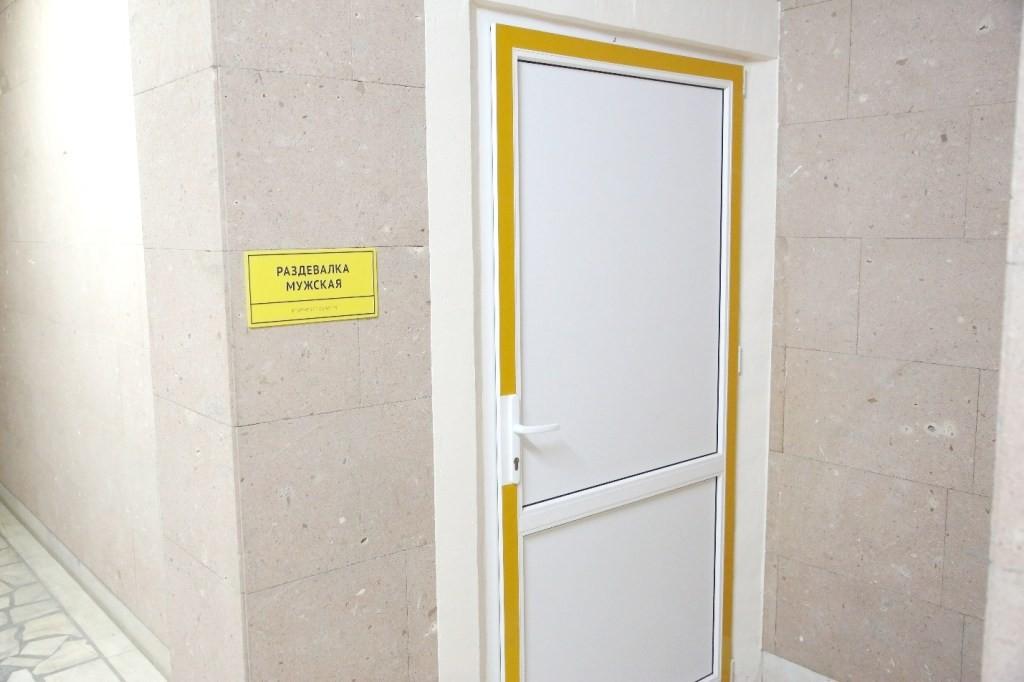 Раздевалки с санузлами (муж. и жен.), 1 этаж